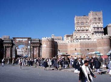 La millenaria Bab Al-Yemen (la Porta dello Yemen) al centro della città vecchia