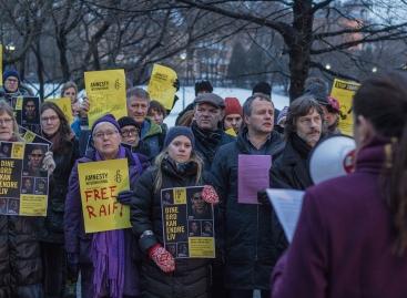 Una manifestazione a favore di Badawi fuori dell'Ambasciata dell'Arabia Saudita a Oslo, Norvegia