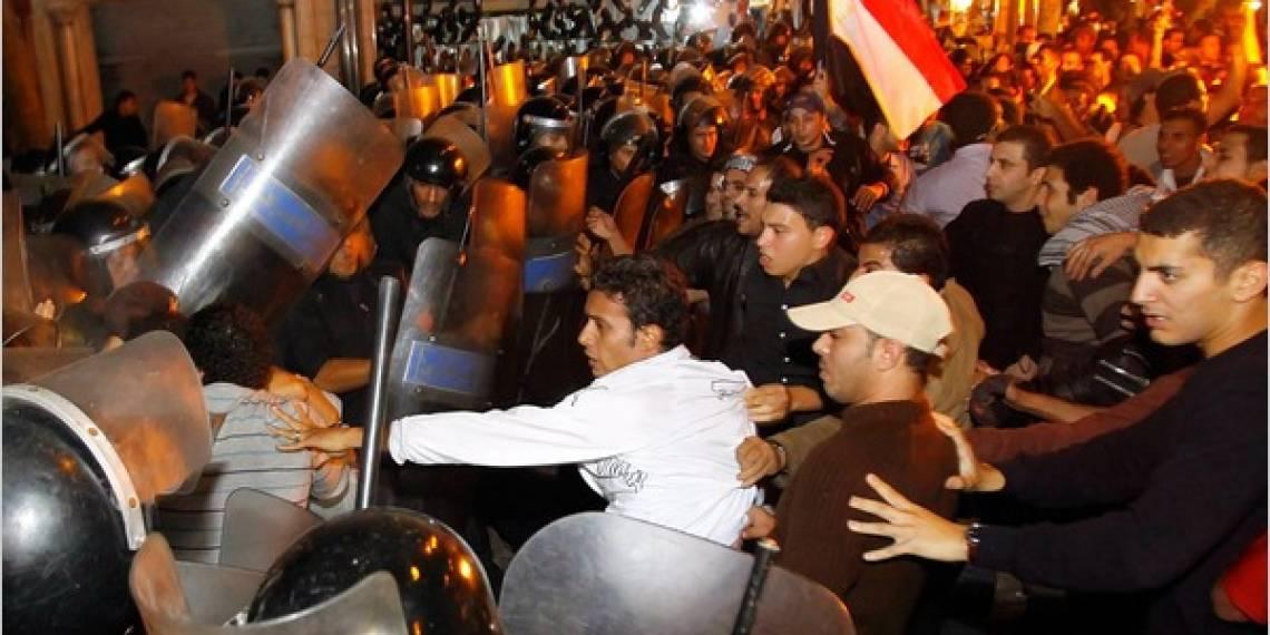 Scontri tra polizia e manifestanti il 2 febbraio a Il Cairo